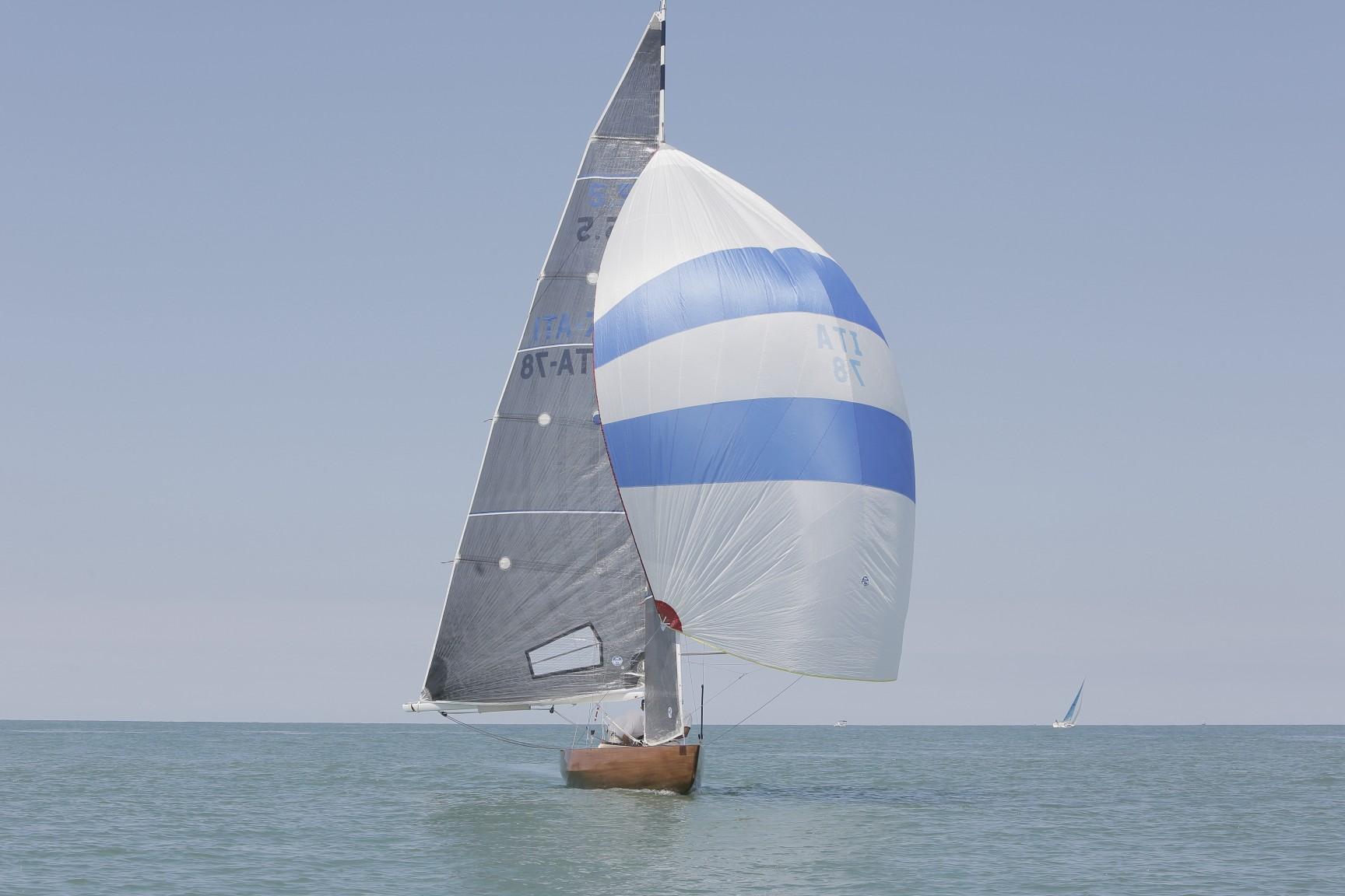 barca-vela-monte-pisano